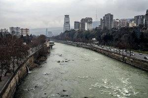 Зимняя грузия река кура